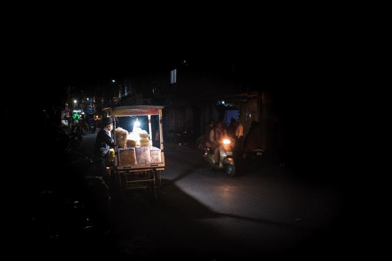 Street-Seller-Dark